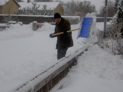 Bo skottar snö